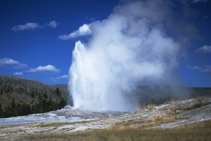 Old Faithful, Yellowstone N.P. / WY, MO